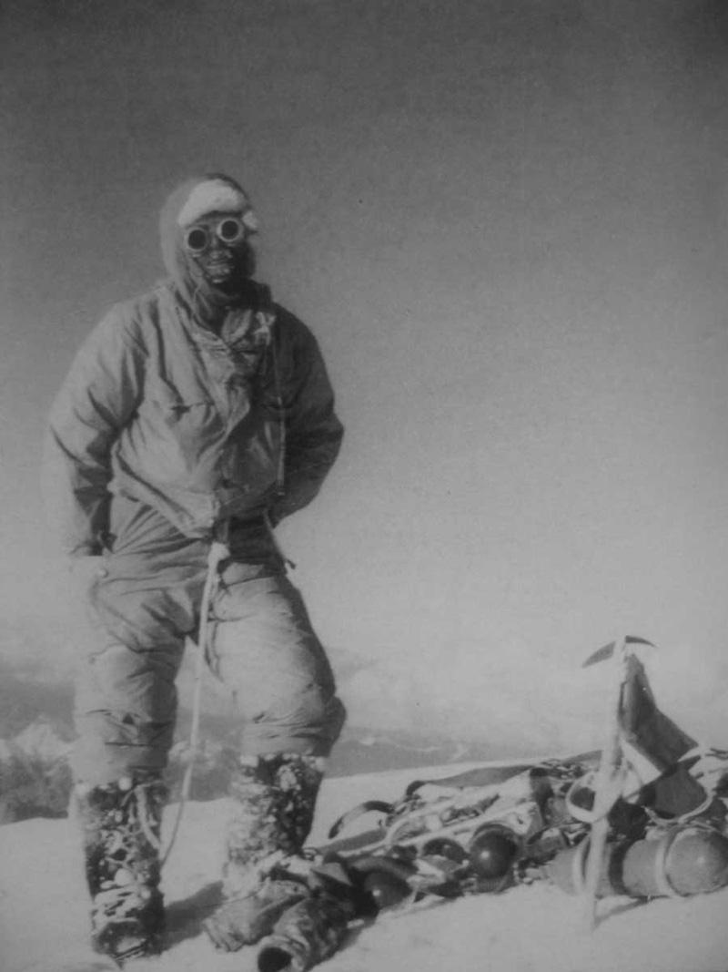 Lino Lacedelli au sommet du K2