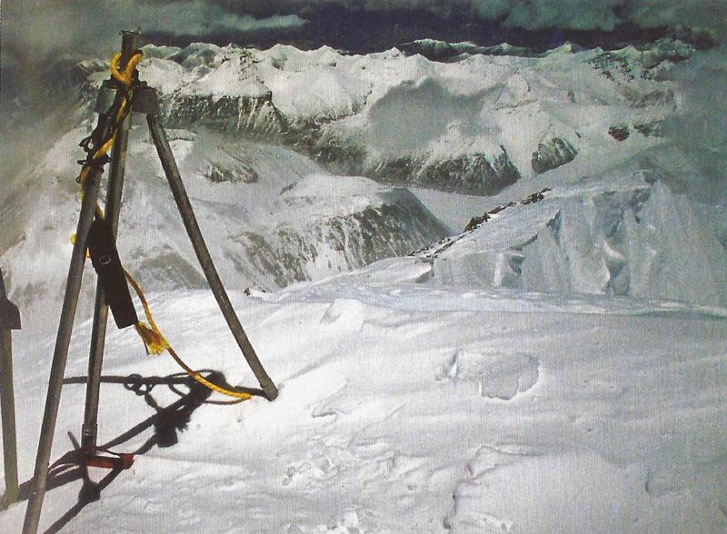 Tripode au sommet de l'Everest