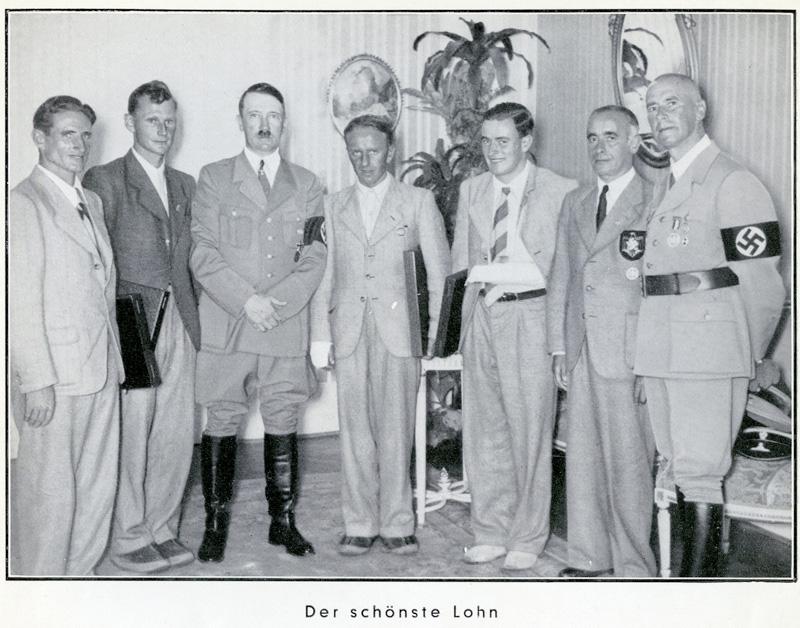 Hitler avec Heckmair et Harrer, les vainqueurs de l'Eiger en 1938