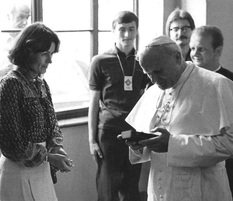 Wanda Rutkiewicz rencontre le pape Jean-Paul II