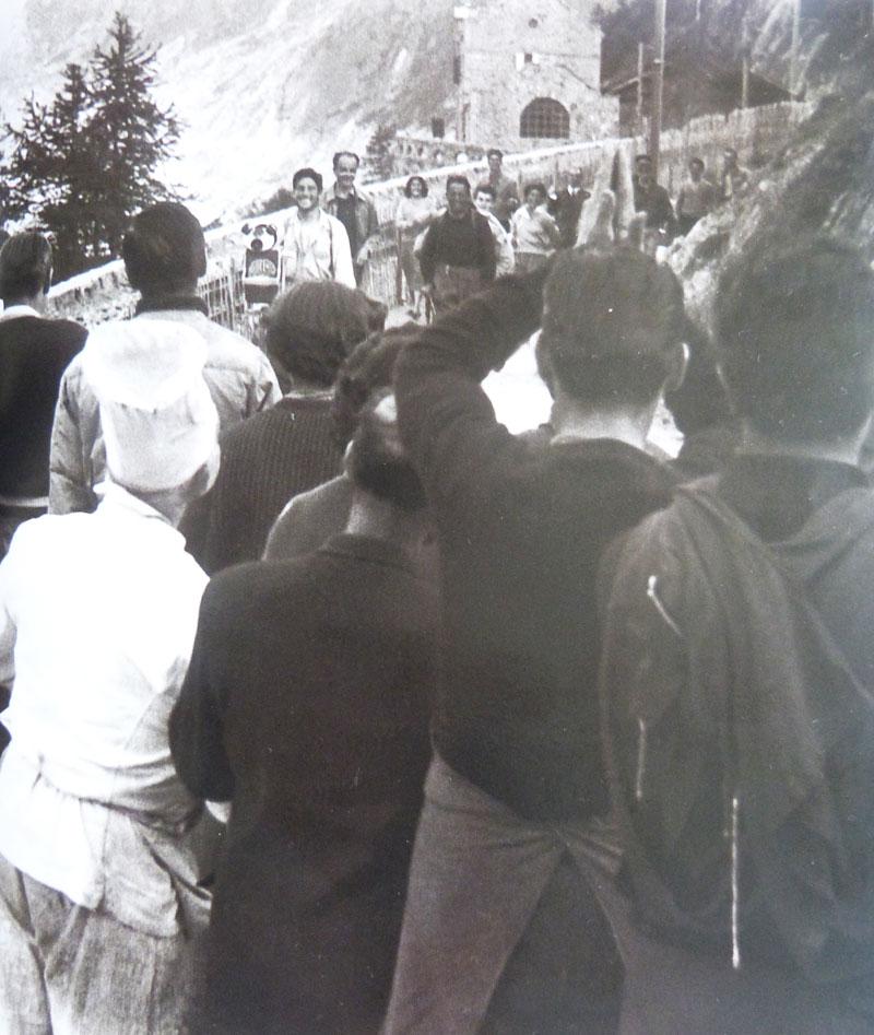 Walter Bonatti après l'ascension du pilier des Drus en 1955