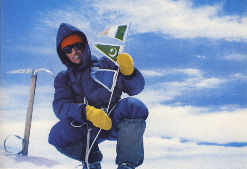 Walter Bonatti au sommet du Gasherbrum IV en 1958