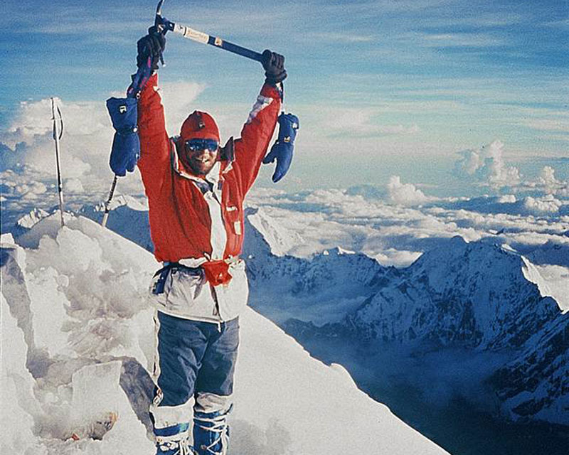 Jerzy Kukuczka au sommet du Shishapangma, le 18 septembre 1987